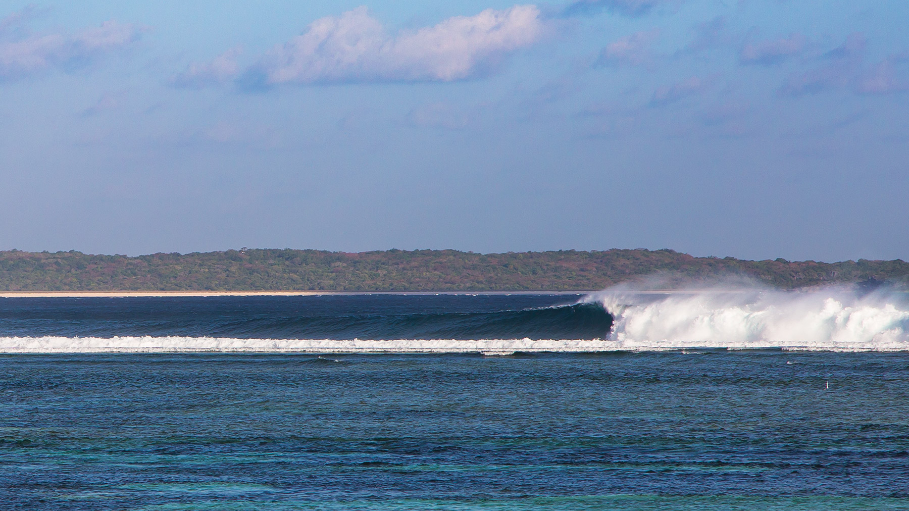 empty world class waves for surfing