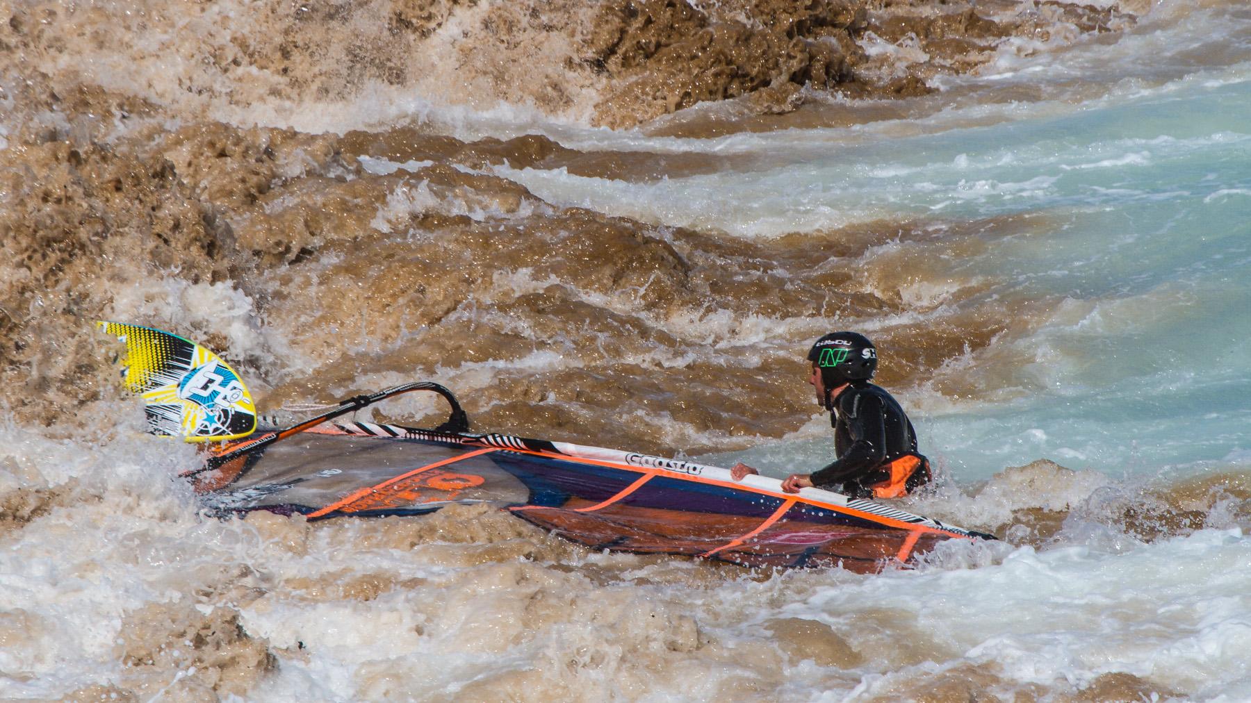 flynns reef shorebreak windsurfing