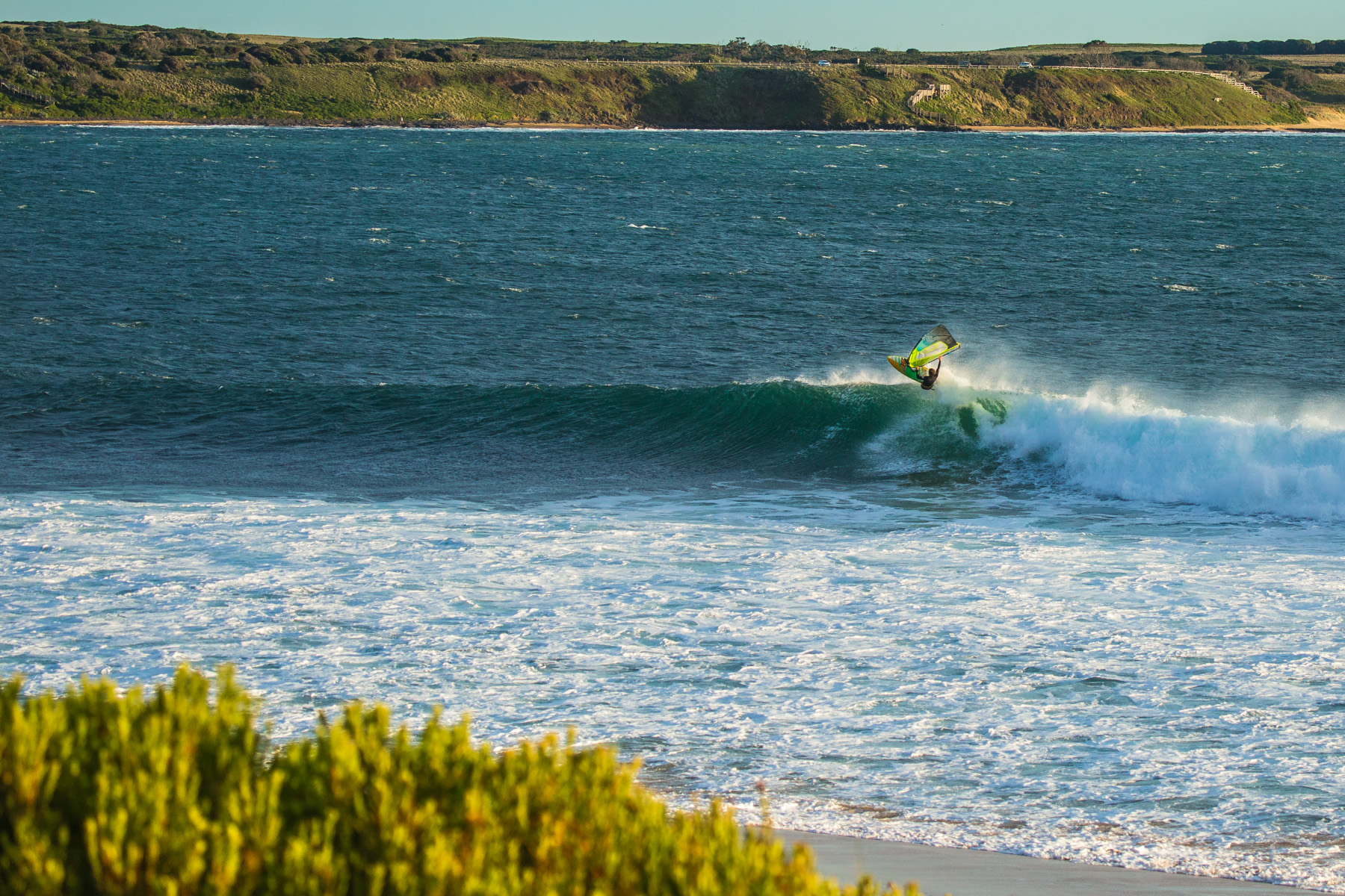 windsurfing wavesailing at flynns reef phillip island